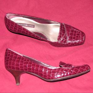 BANDOLINO burgundy crocodile kitten heel pump 8M